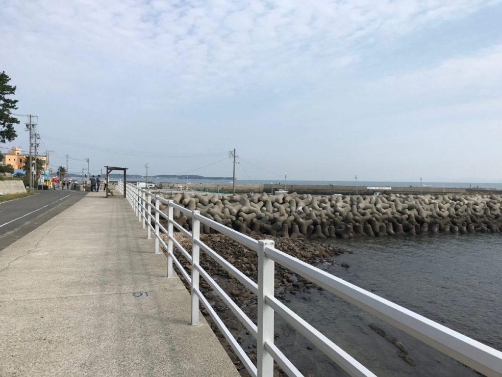 日間賀島の東港近くの歩道