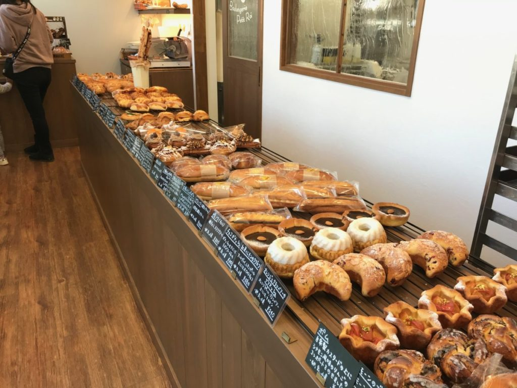 Boulangerie Petit Roiの店内とパン