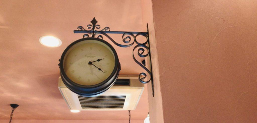 パスティリーサリューの時計