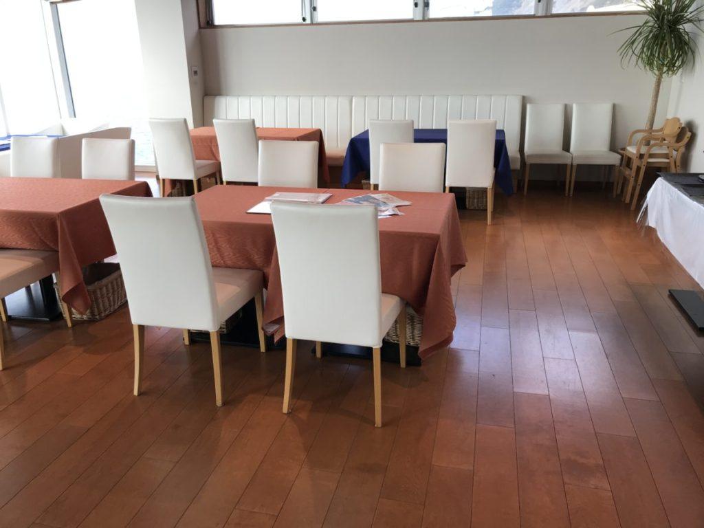 まるはリゾートのテーブル