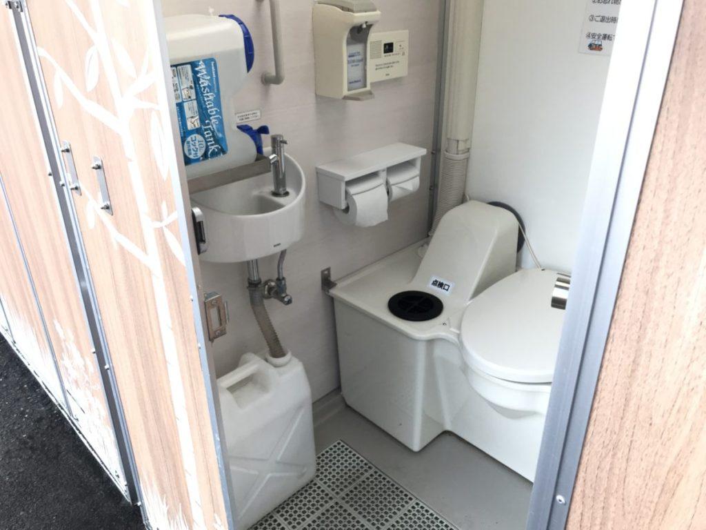 武豊パーキングエリアの仮設トイレ