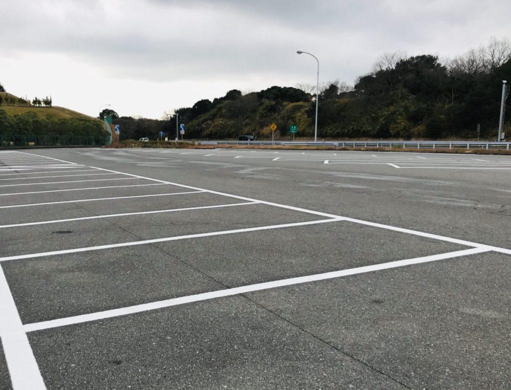 美浜PAの駐車場