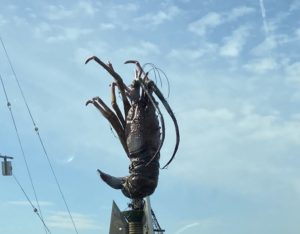 羽豆岬のエビのモニュメント