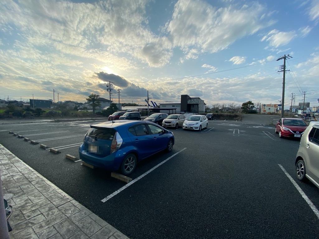 アンティークの駐車場